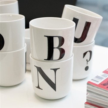 playtype_thewave_mugs_details_1_web_362_20000