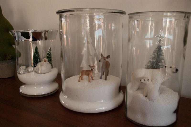 glasvaser med julestilleben